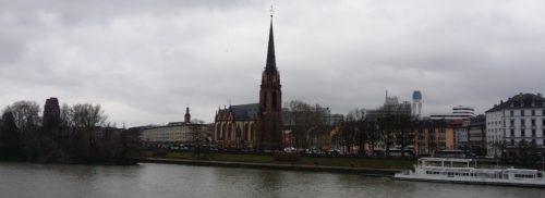 Aktuelle Fotografie der Dreikönigskirche