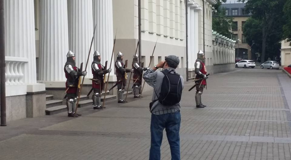 Ritter bewachen die Präsidentin