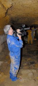 Marc Azema filme les panneaux ornés du secteur 13