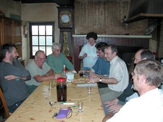 Un des nombreux moments d'amitié partagés autour de la table d'Edmond