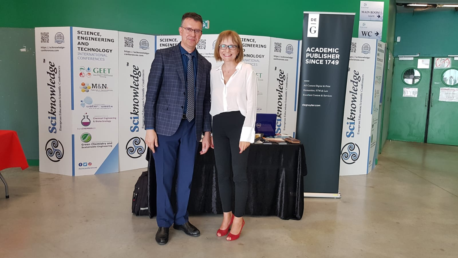 Prof. Mario Monzón Verona, President of the Organizing Committee, and Ewa Chmielewska, De Gruyter, 19th International Conference on Materials and Nanomaterials (MNs-19), Paris, France, July 18, 2019   © Courtesy of Ewa Chmielewska and Paula Leśna Szreter/De Gruyter.