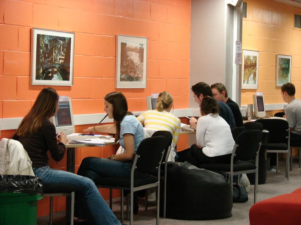 Informal Self-Study Area, Library, City Campus West, Northumbria University, Haymarket, Newcastle upon Tyne, England, UK, October 17, 2006 | © Courtesy of Jisc infoNet/Flickr.