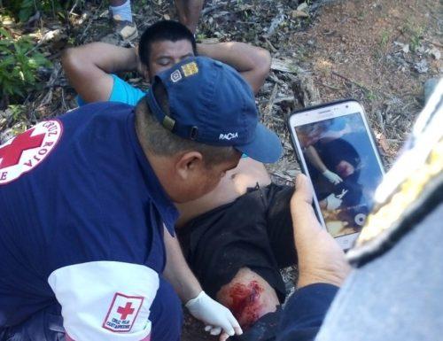 Mainor Ortíz Delgado reçoit les premiers soins de la part de la Croix Rouge. Source: Diario digital Informa-tico.com