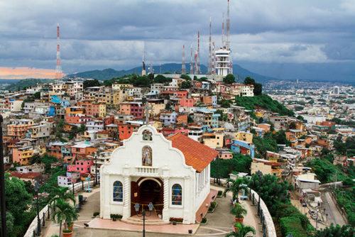 Chapelle sur la colline de Santa Ana à Guayaquil. Photo Sergei Mugashev - Shutterstock.com