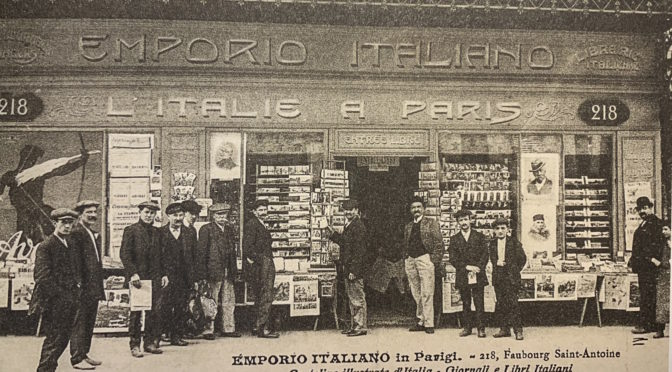 Magasin italien à Paris, vendeur de journaux Emporio Italiano, 1900, Musée national de l'histoire de l'immigration