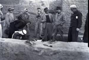 Agatha Christie (1re à gauche) et Max Mallowan (2e à droite) visitant les fouilles de Nippur (© Penn Museum)