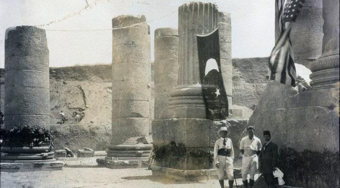 1910: Archäologie unter Aufsicht der Flaggen