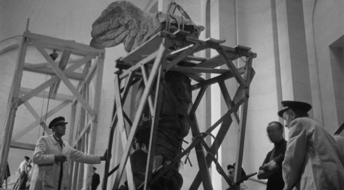 1945: La Victoire de Samothrace – eine triumphierende Rückkehr