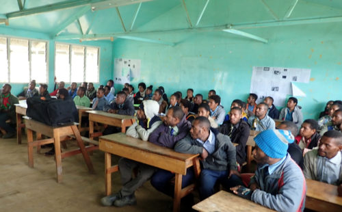 Matthew Leavesley presenting the project at Mt Wilhelm Secondary School (Simbu valley)