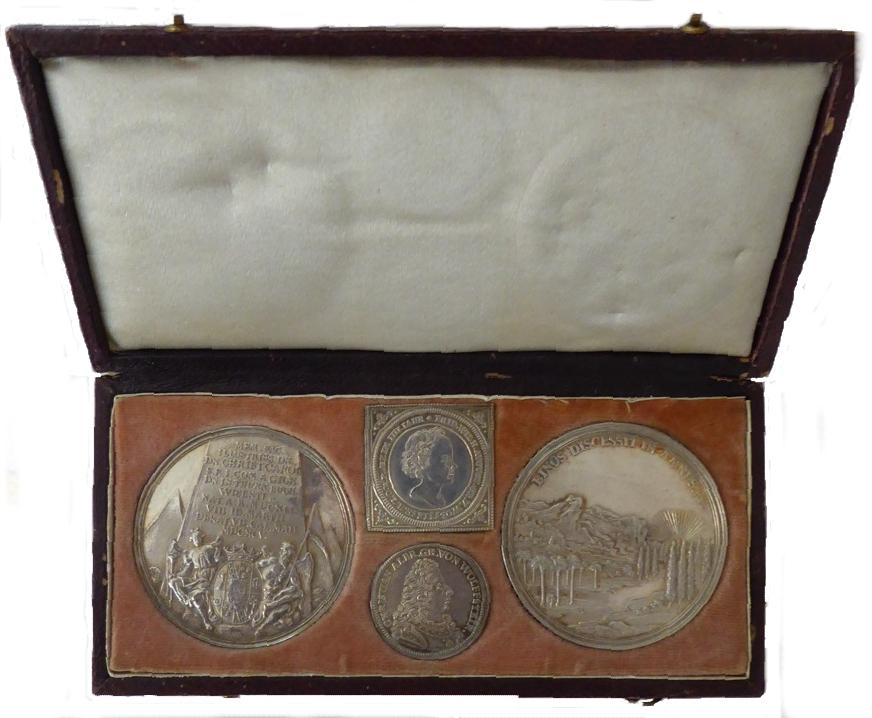 Etui mit vier silbernen Medaillen