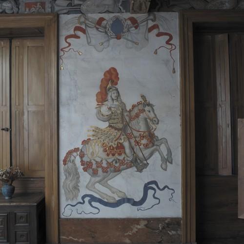 Château de Vaugirard, Champdieu (Loire). Décor de la grande salle du premier étage : Louis XIV en empereur romain, d'après les gravures du carrousel de 1662