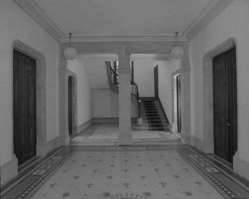 Le vestibule et le grand escalier