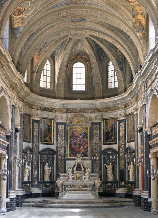 Fig. 1 : Chapelle de la Trinité : le chœur, vue d'ensemble.