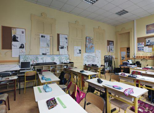 Ill. 3 : La salle à manger des élèves, aujourd'hui convertie en salle de classe (Eric Dessert © Région Auvergne-Rhône-Alpes, Inventaire général du patrimoine culturel, 2016 – ADAGP)