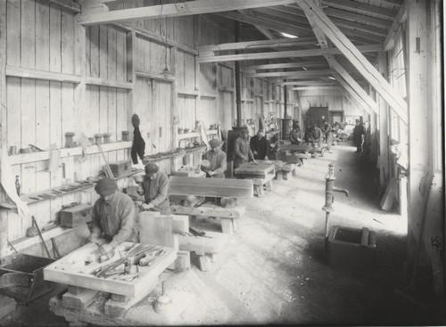 L'ancien atelier de taille de pierre, rue du Grand-Couronne, début du XXe siècle (Fondation de l'Œuvre Notre-Dame)