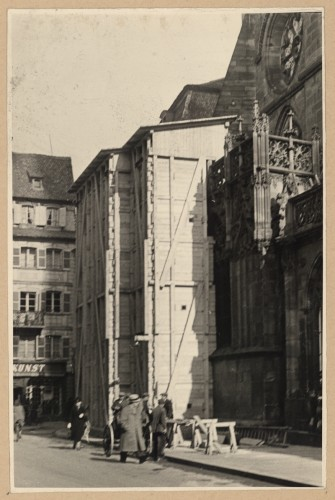 """Protection des tympans du portail nord, dit """"de Saint-Laurent"""", 1939 (Denkmalarchiv, DRAC Alsace)"""