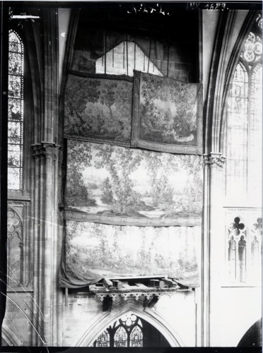 En 1911, tout l'instrument fut déposé, et, après la réouverture de cette travée, l'emplacement vide fut caché par des tapisseries en verdures du XVIIIe siècle (Fondation de l'Œuvre Notre-Dame, Strasbourg)