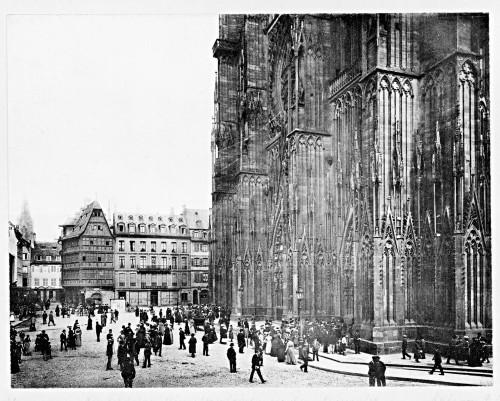 Vue de la place de la cathédrale en 1903. Auteur : Jules Manias (Denkmalarchiv, DRAC Alsace)
