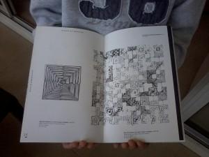 sans titre (section c_1) à gauche et sans titre (section c_9) à droite. La reproduction de l'œuvre fait office de Qrcode.