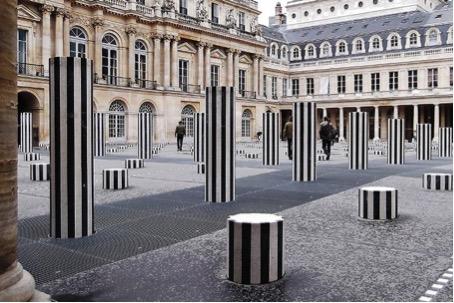 Une controverse artistique urbaine : ''Les deux plateaux'' de Daniel Buren