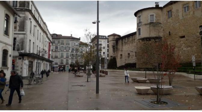 Le renouvellement des places publiques de Bayonne : une démarche politique urbaine piétonne se plaçant entre développement durable et sauvegarde culturelle