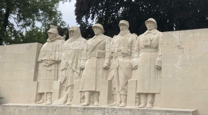 La place des monuments aux morts de la Première Guerre mondiale dans l'espace public