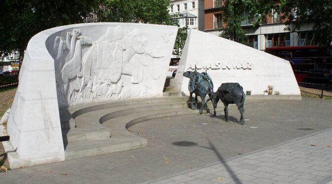 Habiller la ville par le souvenir : la commémoration des animaux combattants