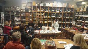 Rencontre organisée par la librairie Prado Paradis pour les 25 ans des éditions Agone au Vin sobre à Marseille