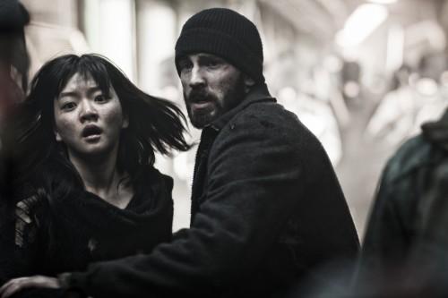Ko Ah-sung et Chris Evans dans Snowpiercer, le Transperceneige.