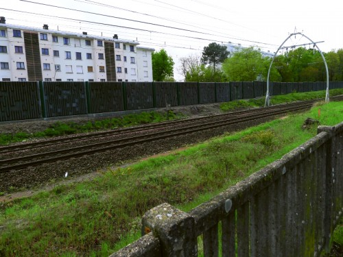 Le long de la voie ferrée, Arago et Le Corbusier face à face