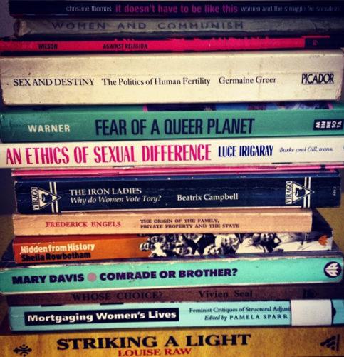 Livres études de genre. Crédits: Beth Granter sur Flickr, #readinglist #igersbrighton #books #socialism #feminism #religion #politics