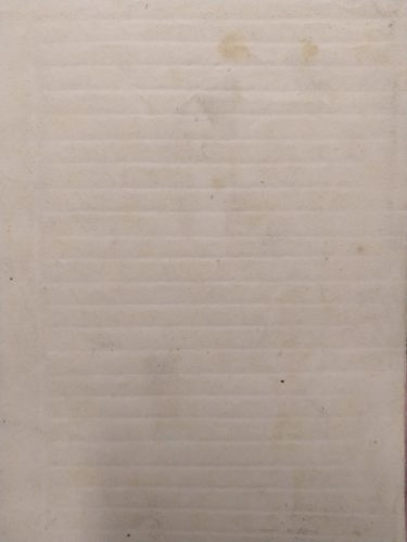 Image d'une page vierge portant l'empreinte d'une réglure à la mistara