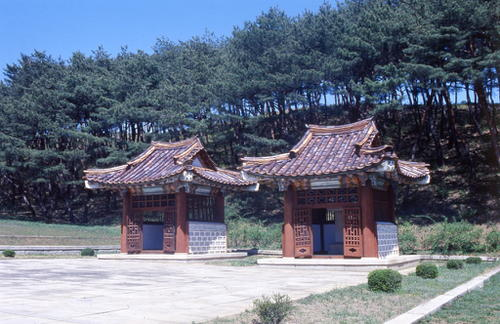 Monuments et sites historiques de Kaesong. Copyright KCPC.