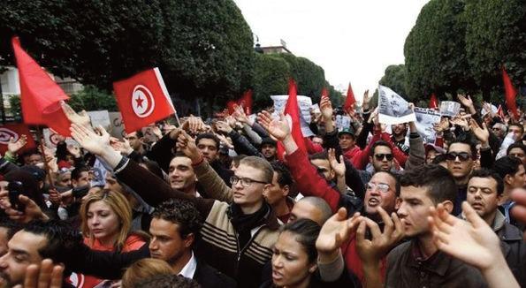 Protestations dans les régimes autoritaires, de la résistance quotidienne jusqu'aux soulèvements populaires : la Tunisie et la Tchécoslovaquie dans la décennie avant la révolution