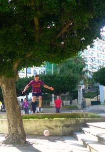 Football game in a park, Parc de l'Horloge, Algiers, March 2013 (© M.Rahal)