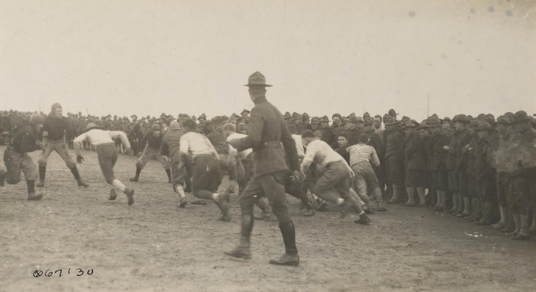 Match de football au Base Camp n°1, Saint-Nazaire, 4 novembre 1917. National Archives at College Park : 111-SC-67130.