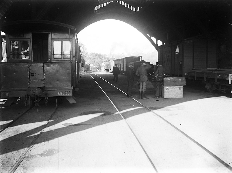 Vue de la gare centrale de Saint-Brieuc, second quart du XXe siècle. Cliché Raphaël Binet. Musée de Bretagne: 982.0008.5312.