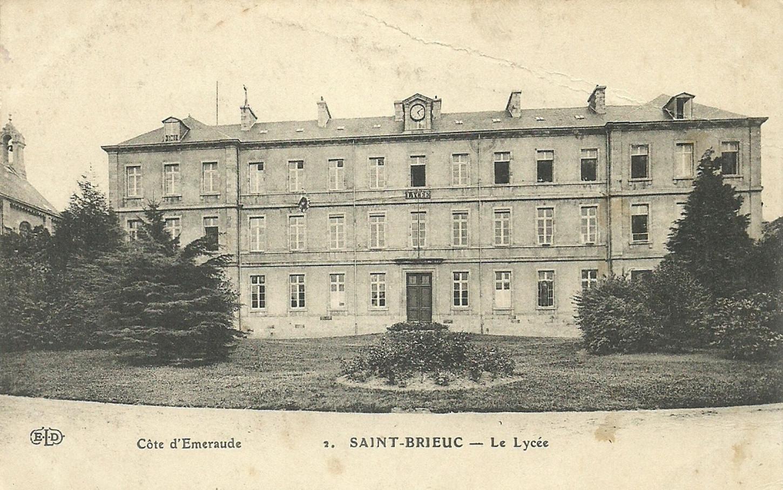 Le Lycée de garçons de Saint-Brieuc, aujourd'hui Anatole Le Braz. Carte postale. Collection particulière.