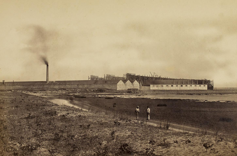 Vue des premiers chantiers naval industriel de Saint-Nazaire, au début des années 1860. Musée de Bretagne: 2002.0030.3.