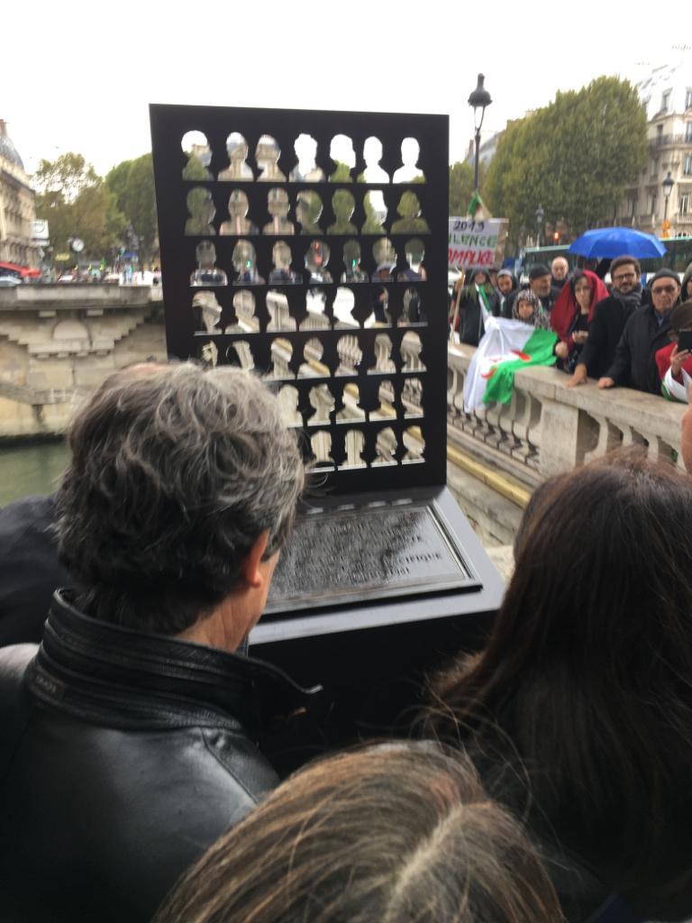 https://www.david-assouline.fr/ceremonie-de-devoilement-dune-nouvelle-stele-par-anne-hidalgo-en-souvenir-de-la-repression-sanglante-de-la-manifestation-du-17-octobre-1961-et-en-hommage-aux-nombreuses-victimes-algeriennes/#iLightbox[gallery4513]/0