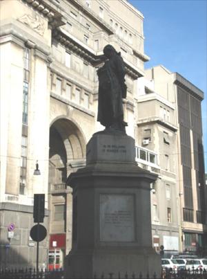 https://upload.wikimedia.org/wikipedia/commons/2/28/DSC02894_-_Milano_-_Piazza_Beccaria_-_Monumento_a_Cesare_Beccaria_-_Foto_di_Giovanni_Dall%27Orto_-_29-1-2007.jpg