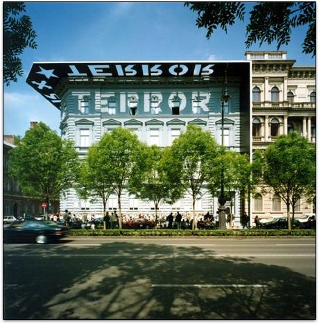 Facade du musée de la terreur à Budapest