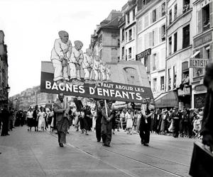 Manifestation pour l'abolition des bagnes d'enfants (image de enfantsenjustice.com)