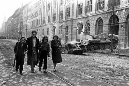 Budapest_Street1956