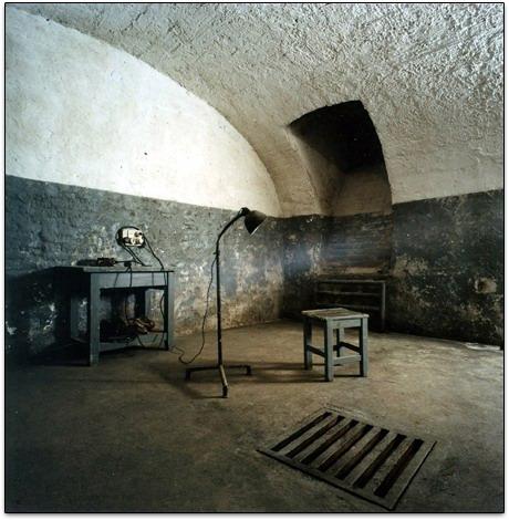 Pièce réservée aux oscultations, entrainements, essais sur les prisonniers