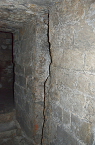 Fig. 12. Château de Selles. Niveau 1. Tour 4. Archère-canonnière face à l'entrée. Huisserie (LANI, M., 2014).