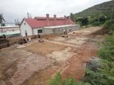 Les différents pavements découverts lors des fouilles archéologiques à l'arrière de la boulangerie du bagne en mars 2013. Crédit province Sud
