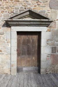 Fig. 12 Porte d'entrée de la prison, ©Leb Communication