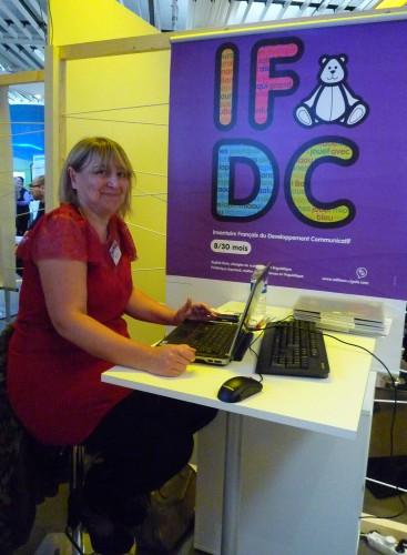 Sophie Kern (UMR 5596-Dynamique du Langage, ISH Lyon) : stand de l'IFDC