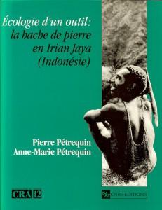 Couverture de l'ouvrage de P. et A.-M. Pétrequin (CNRS Editions, 1994)